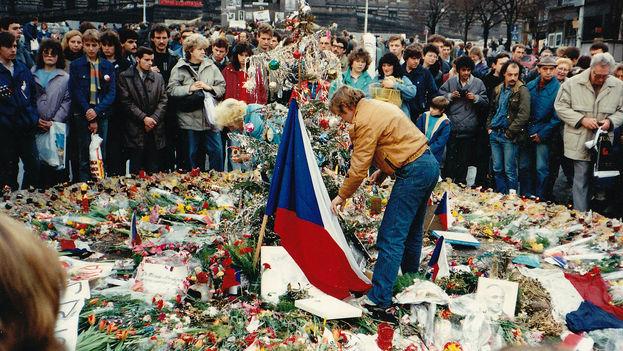 Vaclav Havel en una manifestación pacífica en Praga durante la Revolución de Terciopelo. (CC)