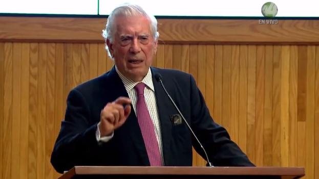 Vargas Llosa recalcó que hay países como Perú que han superado la dictadura pero están inmersos en gobiernos corruptos. (Captura)