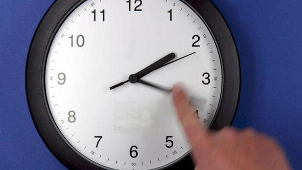 Varios estudios científicos han demostrado que el cambio de hora puede tener efectos negativos en la salud. (EFE)