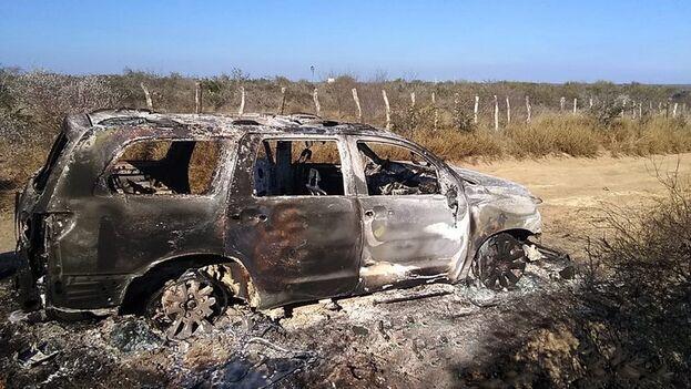 Vehículo con cuerpos calcinados hallado por la Fiscalía General de Justicia de Tamaulipas, en el municipio de Camargo, México. (EFE/STR)