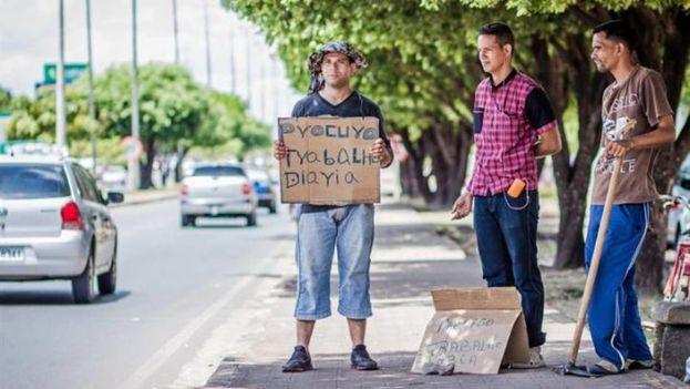 Venezolanos buscando trabajo en la ciudad brasileña de Boa Vista. (Archivo/EFE)