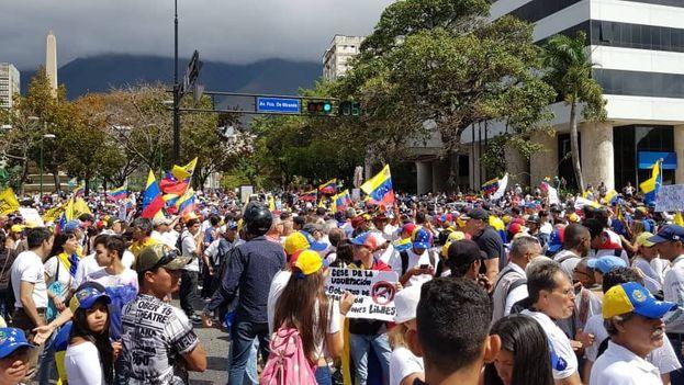 Venezolanos se manifiestan hoy en Caracas y otras ciudades del país. (Twitter)