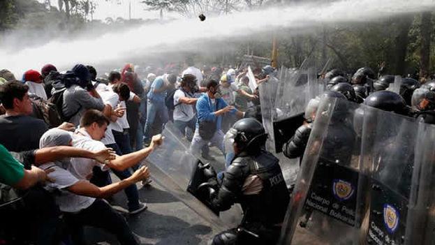 Las protestas sacudieron toda Venezuela. Los manifestantes piden elecciones anticipadas y respaldan a la Asamblea Nacional. (Archivo EFE)