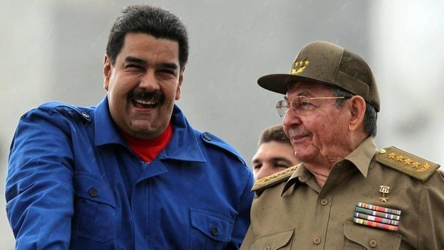 El presidente de Venezuela Nicolás Maduro y el de Cuba, Raúl Castro. Archivo (EFE)