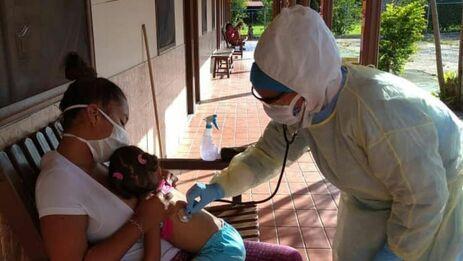 En Venezuela hay desplegados unos 25.000 médicos cubanos en distintas misiones. (Facebook/Misión Médica Cubana en Venezuela)