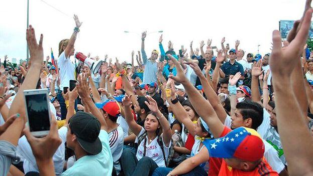 En Venezuela la oposición es consciente de su fuerza y sus líderes dan la cara en las manifestaciones contra el régimen. (@liliantintori)
