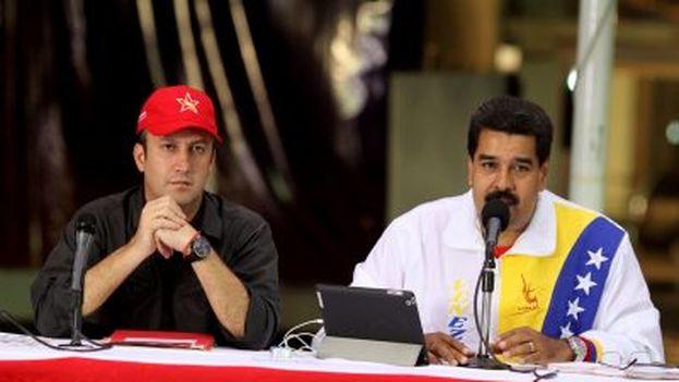 El presidente de Venezula, Nicolás Maduro acompañado por el recién nombrado vicepresidente Tareck El Aissami. (Redes)