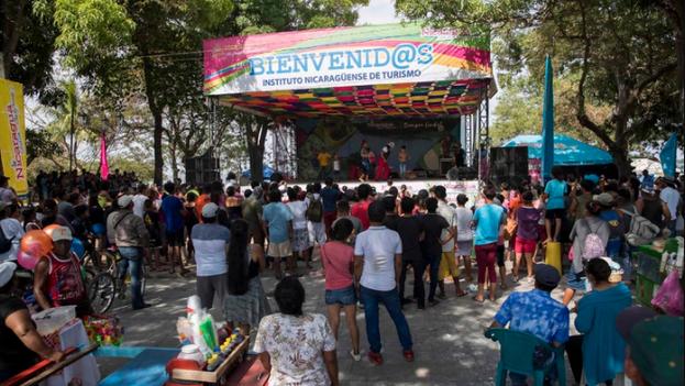 El 'Verano Music Fest 2020' en el centro turístico Puerto del Gran Lago, en la ciudad de Granada. (EFE)