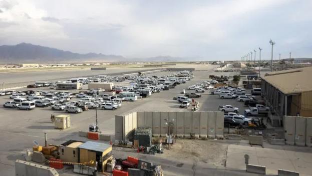 Vista parcial de la base aérea de Bagram, a 50 kilómetros de Kabul. (EFE/EPA/Hedayatullah Amid)