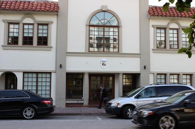 Vista del consulado de Colombia en la ciudad de Coral Gables, Miami. (14ymedio)