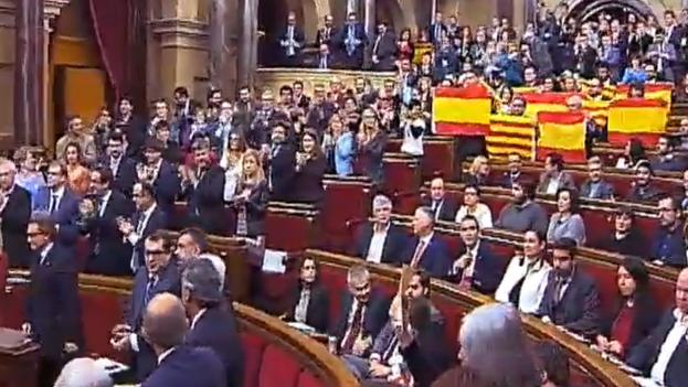 Vista del pleno del Parlament de Cataluña durante la votación, en la mañana de este lunes. (Captura de pantalla)
