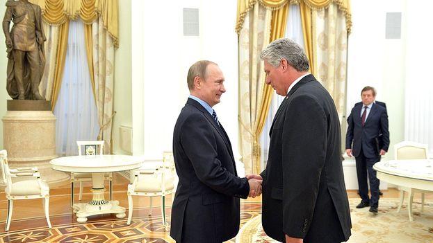 El presidente de Rusia, Vladímir Putin, este miércoles en Moscú con el primer vicepresidente de Cuba, Miguel Díaz-Canel. (Kremlin)