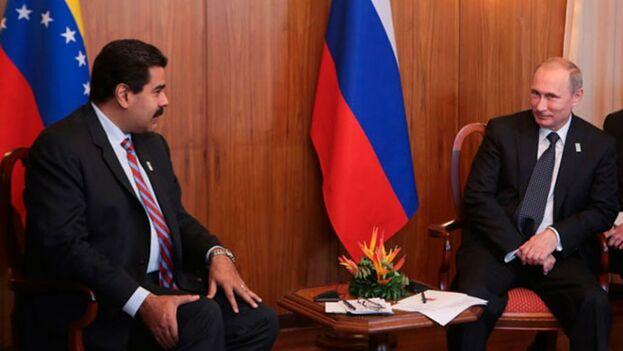 En octubre pasado, el presidente ruso Vladimir Putin y Nicolás Maduro hablaron en Moscú de una posible reestructuración de la deuda de Venezuela con Rusia. (Archivo/ EFE)