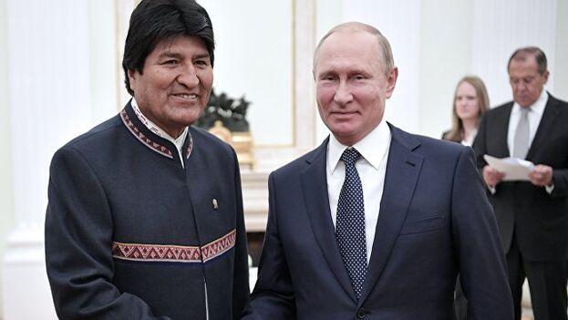 El presidente ruso, Vladímir Putin (derecha), y su entonces homólogo boliviano, Evo Morales (izquierda), durante una reunión en Moscú en 2018. (Cancillería de Bolivia)