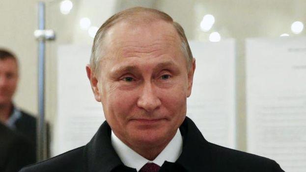 Vladímir Putin sonríe después de las elecciones parlamentarias rusas. (EFE)