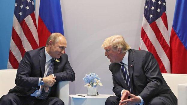 Los presidentes de Rusia, Vladímir Putin, y de Estados Unidos, Donald Trump, durante la cumbre del G-20. (Archivo EFE)