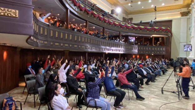 Votación de la norma este jueves en la Asamblea Nacional Constituyente, integrada solo por chavistas. (DCabello)