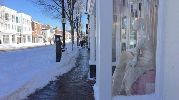 La barriada de Georgetown con sus tiendas y comercios cerrados a causa de la fuerte nevada. (14ymedio)