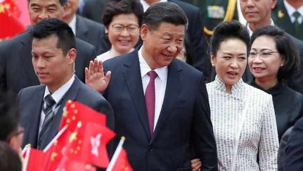 La llegada de Xi Jinping y su esposa a Hong Kong está marcada por el despliegue de un fuerte dispositivo de seguridad. (@RTVE)