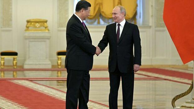 Xi fue recibido con todos los honores en el Palacio del Kremlin, donde sonaron los himnos en una ceremonia que fue retransmitida en directo por la televisión. (Kremlin)