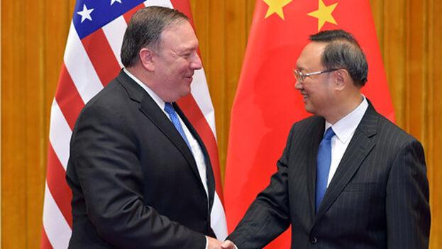 Yang Jiechi en un encuentro con el exsecretario de Estado de EE UU, Mike Pompeo. (chineseembassy)