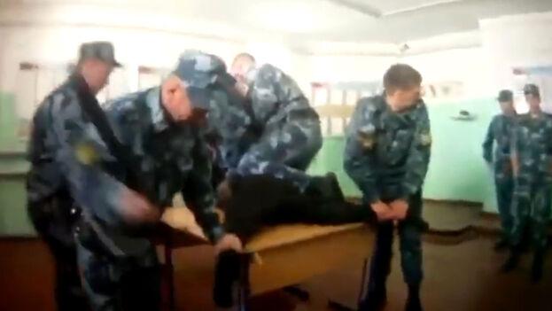 En la prisión de Yaroslavl la prensa ha denunciado numerosos casos de torturas, con vídeos filtrados inclusive. (Captura)