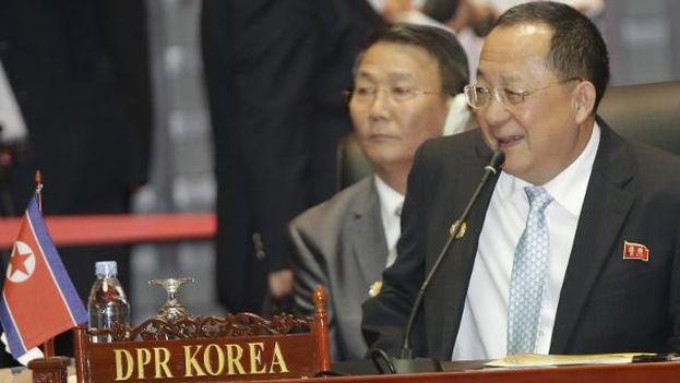 Ri Yong-ho, ministro de Exteriores de Corea del Norte, durante una cumbre en Vietnam el pasado año. (military.com)