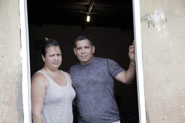 Yudenny Sao Labrada y su esposo Yoendry Batista en la casa donde se refugiaban Ciudad de Panamá. (el Nuevo Herald)