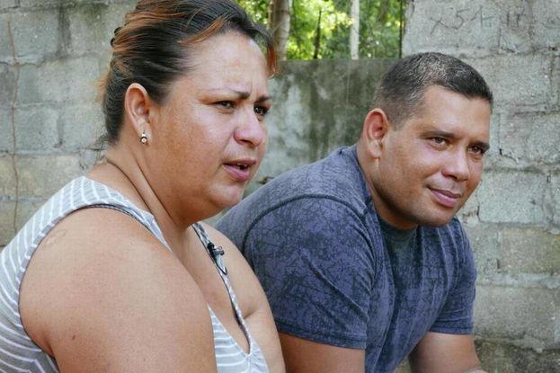 Los migrantes cubanos Yudenny Sao Labrada y su esposo Yoendry Batista conversan con '14ymedio' en Ciudad de Panamá. (el Nuevo Herald)