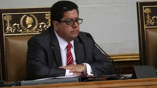 Eduardo Zambrano, que fue detenido este miércoles, durante una sesión de la Asamblea Nacional presidida por Juan Guaidó, en Caracas. (EFE)
