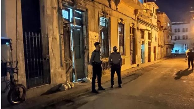 En el operativo policial que desalojó este jueves a los activistas participaron varias patrullas policiales y ambulancias, según contaron algunos testigos a 14ymedio.
