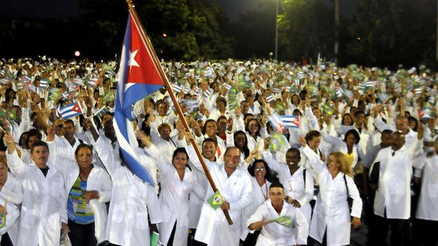En la actualidad, más de 11.000 médicos cubanos integran el programa del Gobierno brasileño 'Mais médicos'