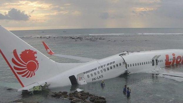 En la aeronave viajaban 181 pasajeros, entre ellos dos bebés y un niño, y siete tripulantes, dos pilotos y cinco auxiliares de vuelo. (RevistaZeta)