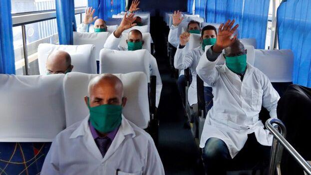El grupo fue despedido con una ceremonia en las cercanías del aeropuerto José Martí de La Habana. (EFE)