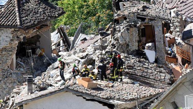 El seísmo y varias réplicas afectaron viviendas y el rico patrimonio cultural italiano. (EFE)