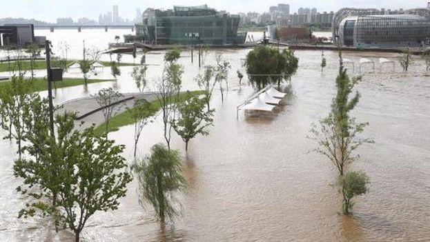 Las aguas anegaron más de 35.500 casas, de las que el 69% habrían quedado completamente destruidas, y otros 8.700 edificios públicos. (EFE)