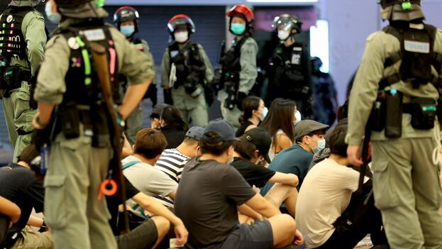 De los 370 arrestos, seis hombres y cuatro mujeres fueron detenidos por supuestamente violar la nueva ley. (@SiuSinGallery9