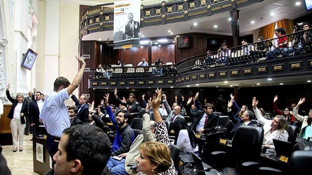 Cinco días después de la victoria de la oposición en diciembre de 2015, el Tribunal declaró el desacato de la Asamblea y con ello la nulidad de todos sus actos. (asambleanacional.gob.ve)