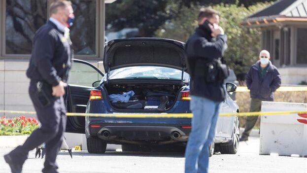 El atacante, del que no se han dado detalles, murió en el mismo hospital de Washington donde permanece herido el policía que sobrevivió. (EFE)
