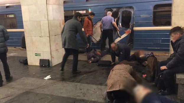 En el atentado de este lunes en el metro de San Petersburgo siete personas murieron en el acto, otra en la ambulancia y dos más en el hospital. (VK/RIA Novosti)