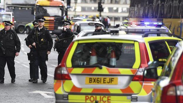 Un policía ha sido apuñalado este miércoles en el atentado frente al Parlamento y el atacante fue abatido por las fuerzas del orden