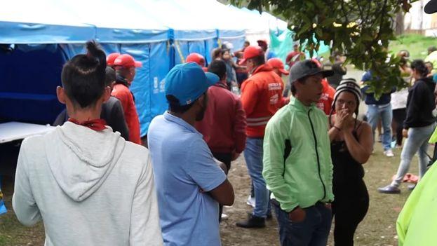 Migrantes venezolanos en un campamento en bogotá. (Captura)