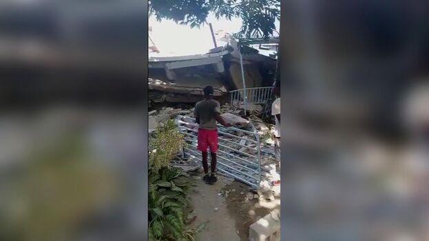 Las autoridades aún no han dado una información oficial, pero los medios dan cuenta de importantes daños en las localidades de Saint-Louis du Sud. (EFE)