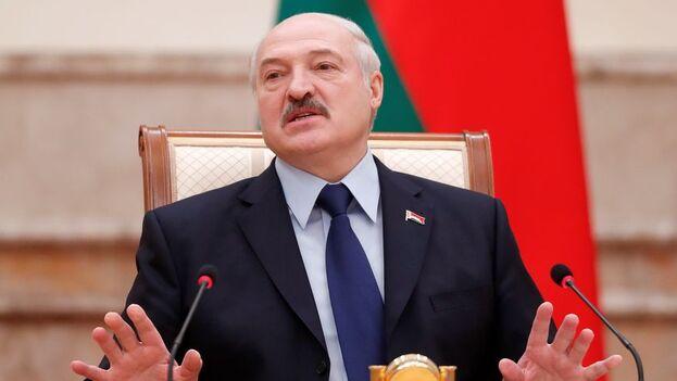 El autoritario presidente de Bielorrusia, Alexandr Lukashenko, juró este miércoles el cargo en una ceremonia que se mantuvo en secreto hasta el último momento. (EFE)