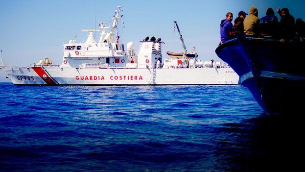 Un barco de la Guardia Costera italiana. (Twitter)