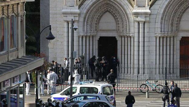 El atentado tuvo lugar a las 9:00 horas en la basílica de Nuestra Señora de la Asunción, en pleno centro de Niza. (Le Parisien)