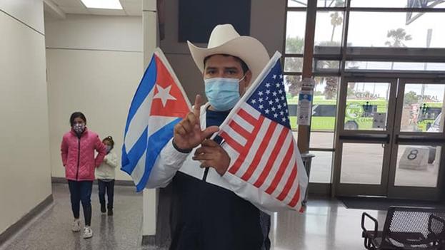 Uno de los cubanos beneficiados fue Yoandrys Bolaño, quien se convirtió en activista por los derechos de los migrantes en México. (Facebook)