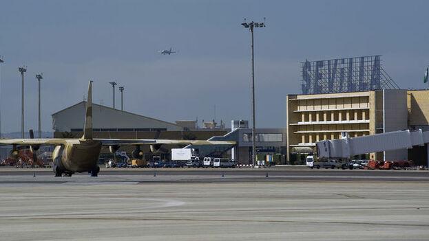 El militar brasileño fue detenido en el aeropuerto de Sevilla, España, con 39 kilos de cocaína. (aena)