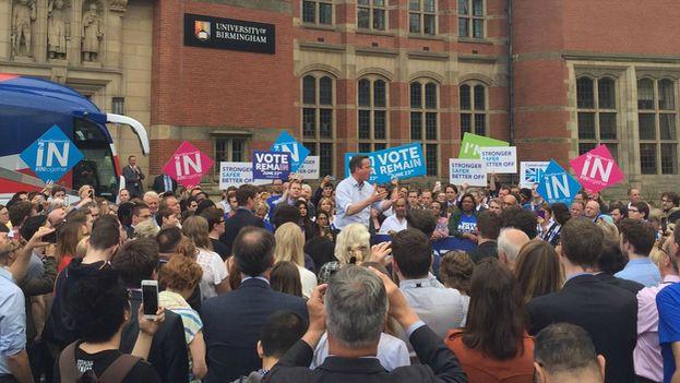 El primer ministro británico alentando el voto a la permanencia horas antes de la apertura de los colegios electorales. (@David_Cameron)