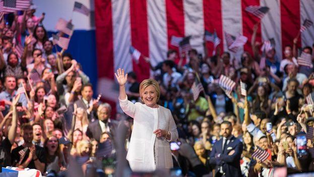 El perfil de la candidata demócrata de twitter fijó esta imagen la noche del martes con una sola palabra: 'History'. (@HillaryClinton)